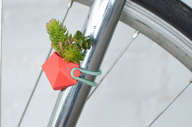 follow-the-colours-vasos-flor-3D-bicicletas-planter-wearable-Colleen-Jordan-04